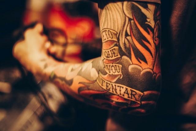 Les raisons d'opter pour un tatouage éphémère pour homme vintage